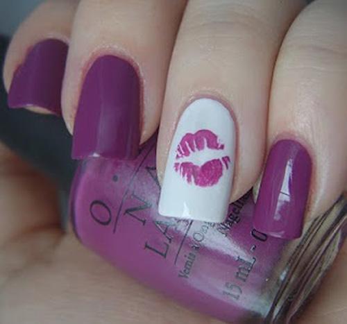 Easy kiss nail art design