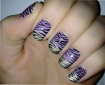 Free-hand-Ombre-zebra-nails