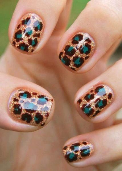 Glitter leopard print nail art