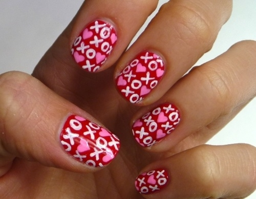 Hugs-and-kisses-nail-art