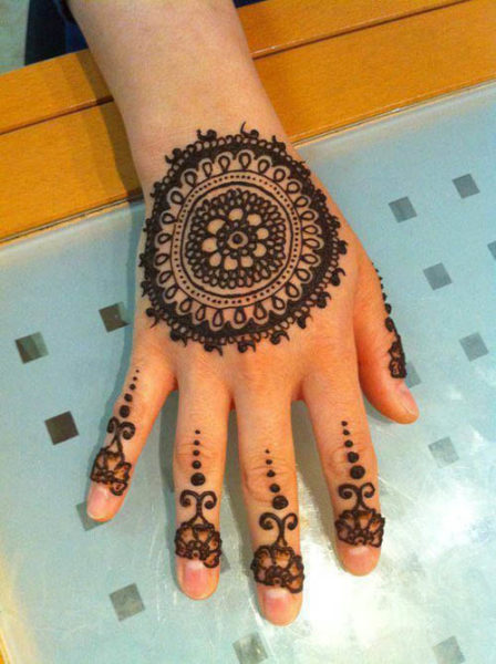 Round Flower Mehndi Designs : Cute and easy round mehndi designs with pictures