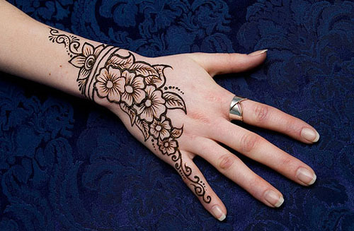 mehendi designs for back hand