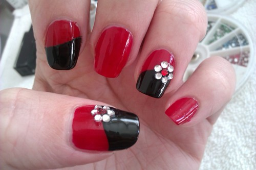 100 beautiful and best nail art designs for beginners at home easy black and red bling sand nail art design you prinsesfo Gallery