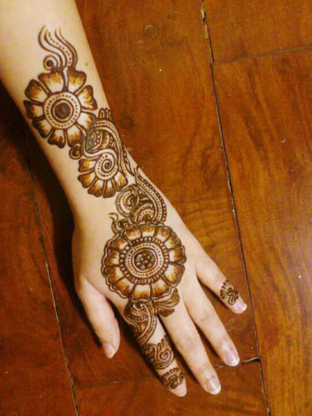 back hand mehendi designs