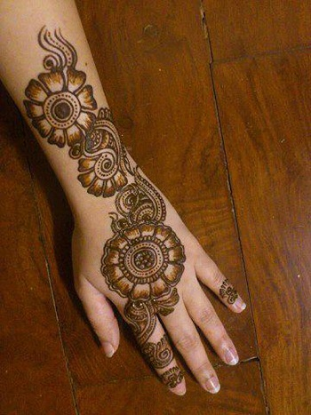 Bright Back Hand Mehndi Design