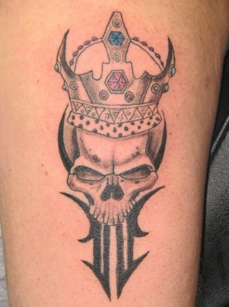 Crown with a skull