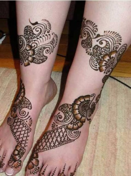 Elegant net type foot mehndi design