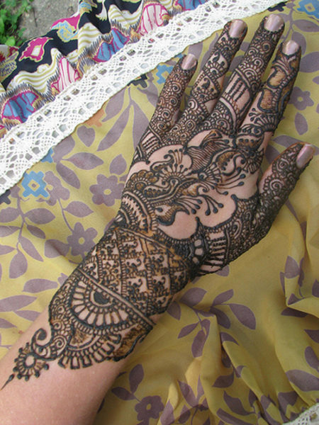 Intricate Henna Designs: 15 Latest Asha Savla Mehndi Designs With Pictures