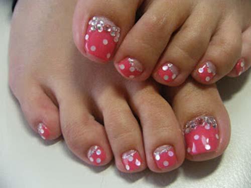 9 simple and easy toe nail art designs for beginners polka dot toe nail art polka prinsesfo Choice Image