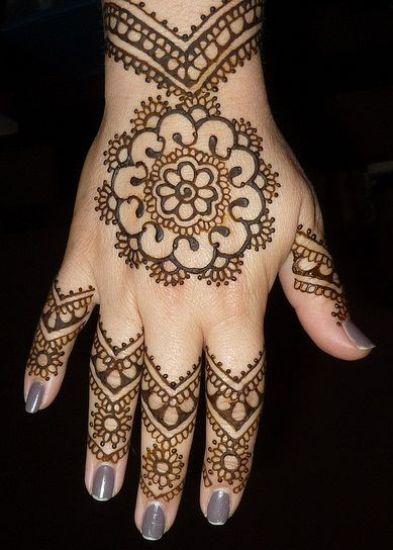 Round Henna With Wrist Motifs