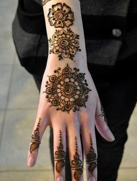 Round flower mehndi designs