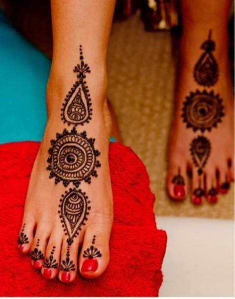 Round Foot Mehndi Designs
