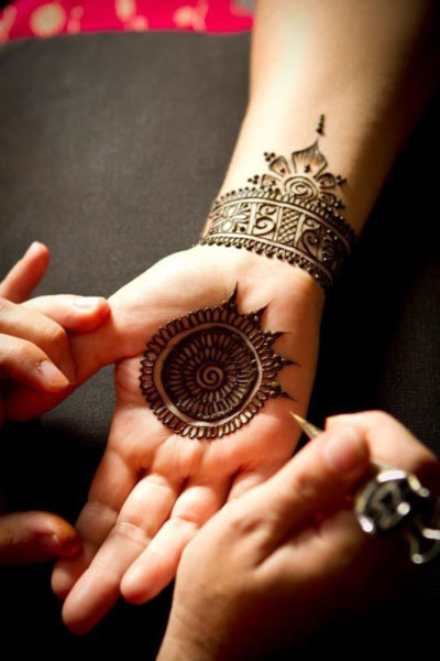 Elegant Wrist Cuff Henna Design: 15 Eye-Catching Bangle Mehandi Designs With Images