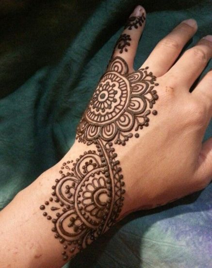 Traditional Round Henna Work