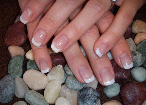White French Tip Nails Art