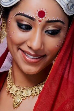 Bengali Bridal Makeup Look with Red Bindi