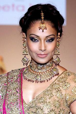 Bridal Eye Makeup Look with Flawless Base