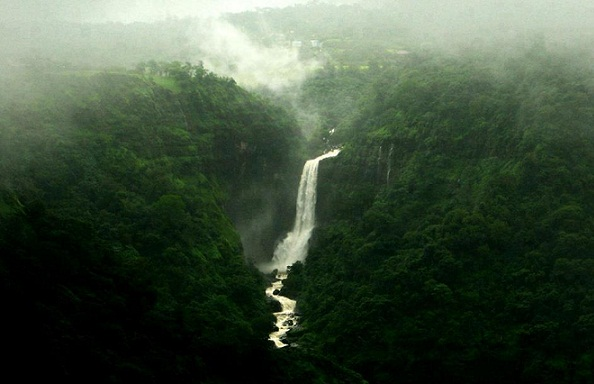 Best Waterfalls Near Mumbai-Dhobi Falls