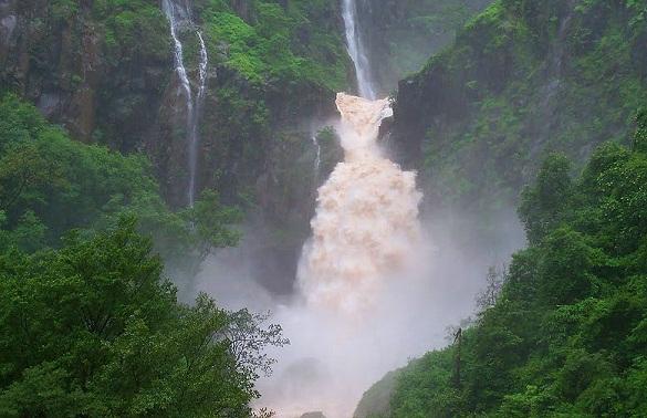 Best Waterfalls Near Mumbai-Kandhardoh Falls