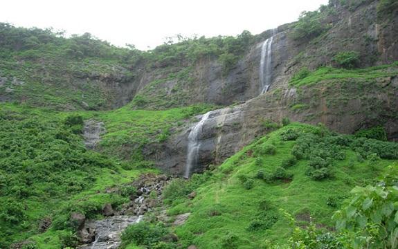 Best Waterfalls Near Mumbai-Pandavgad Falls