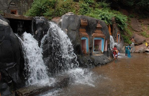 Famous Waterfalls in Karnataka-Kalhatti Falls