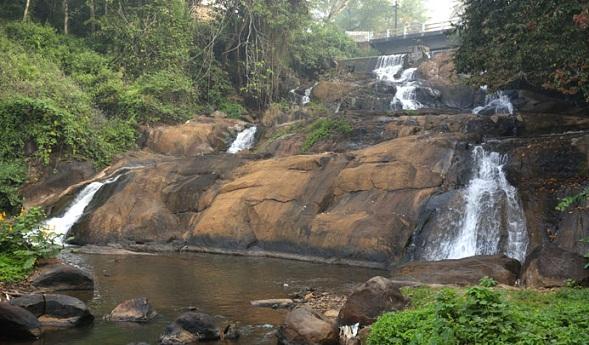 Famous Waterfalls in Kerala-Aruvikuzh Falls