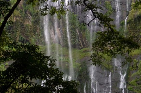 Famous Waterfalls in Kerala-Keezharkuthu Falls