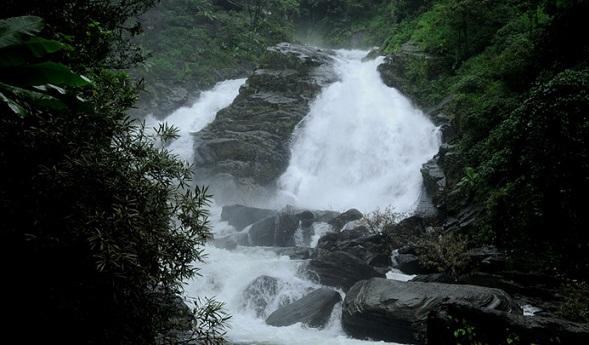 Famous Waterfalls in Kerala-Meenmutti Falls