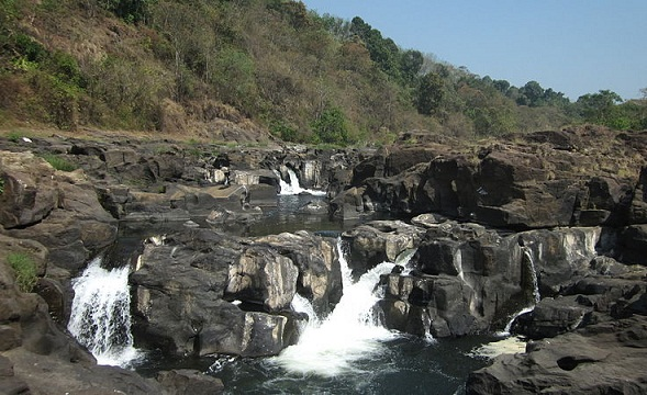 Famous Waterfalls in Kerala-Perunthenaruvi Falls