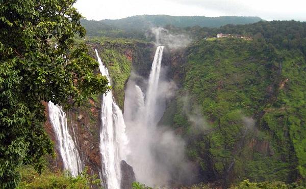 Famous Waterfalls in Kerala-Soochipara Falls