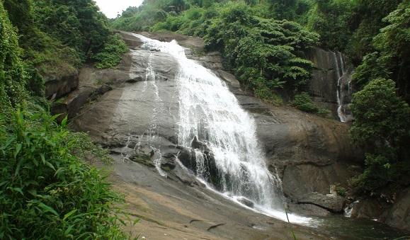 Famous Waterfalls in Kerala-Thusharagiri Falls