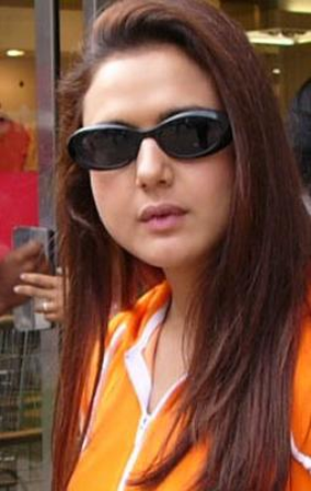 10 Best Photos Of Preity Zinta Without Makeup Styles At Life