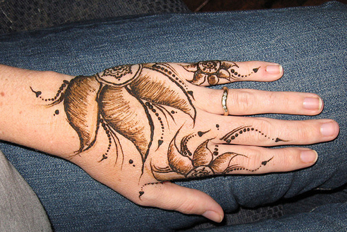 Shaded floral mehndi design