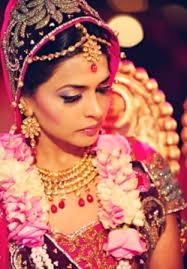 Shimmery Gold smokey Bridal Makeup