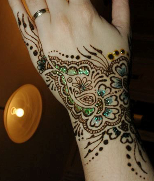 Single colour shaded mehndi design