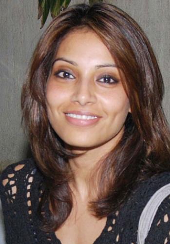 Smiling Bipasha