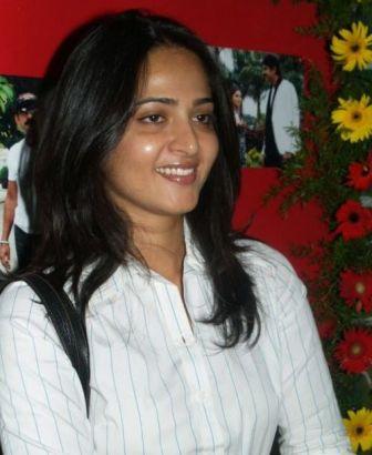 smiling Anushka