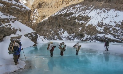 chadar-frozen-river-trek_jammu-kashmir-tourist-places