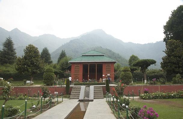 chashmashahi_kashmir-tourist-places