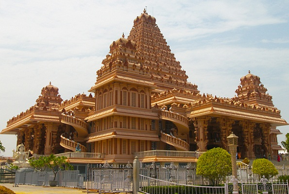 Famous Temples in Delhi-Chattarpur Temple