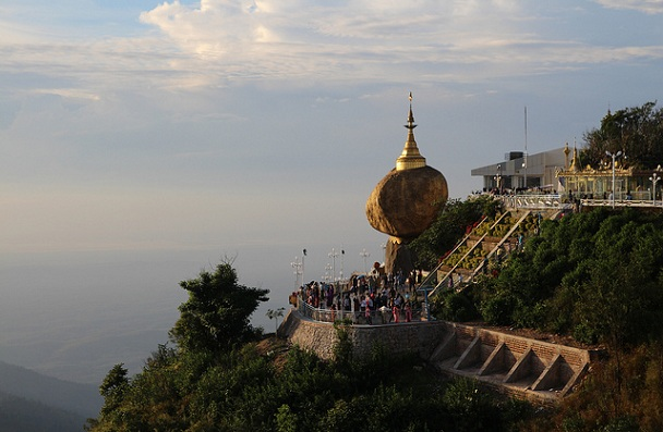 golden-rock_myanmar-tourist-places