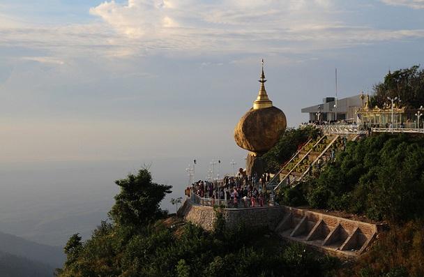 golden-rock_myanmar-tourist-places