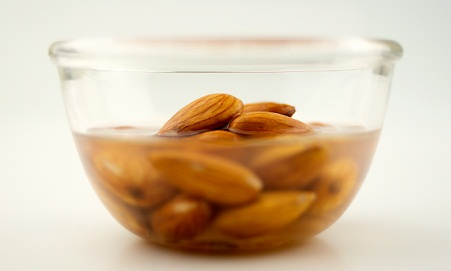 Home Remedies For Dry Skin-Almond Paste
