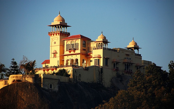 jaipur-house_mount-abu-tourist-places