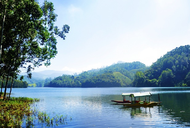 kundala-lake_munnar-tourist-places
