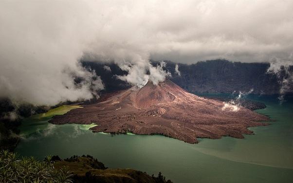 mount-rinjani_indonesia-tourist-places