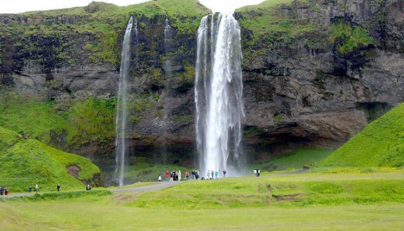 Natural Waterfalls-Skogafoss Falls