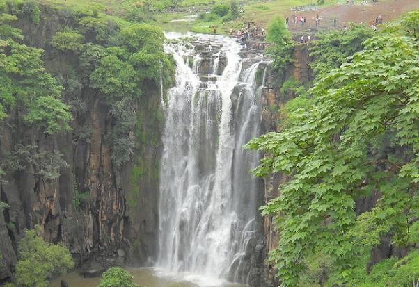 patalpani-waterfall_indore-tourist-places