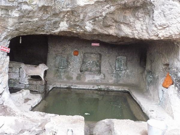 rajpuri-caves_mahabaleshwar-tourist-places