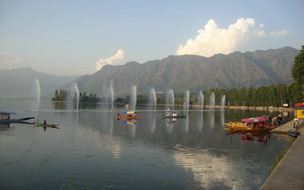 Scenic Places in India-Dal Lake – Srinagar's Jewel